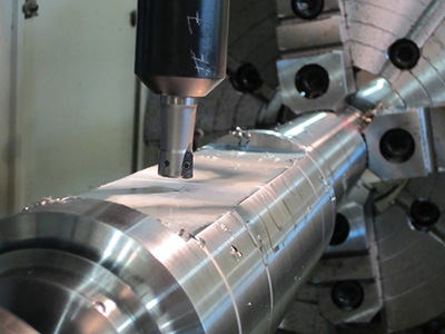 Milling features on a centralizer housing